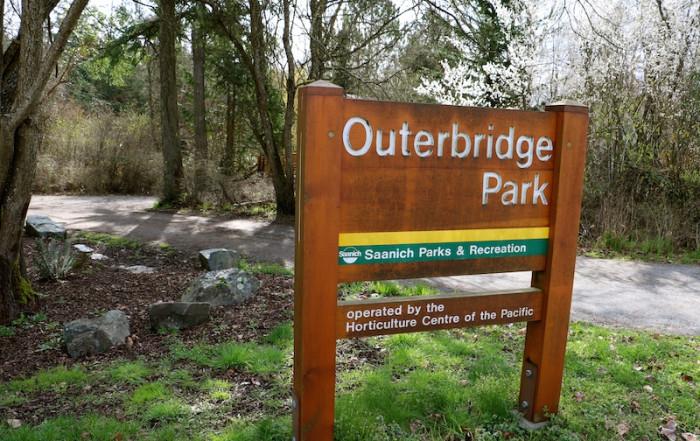 outerbridge park victoria visitor in victoria