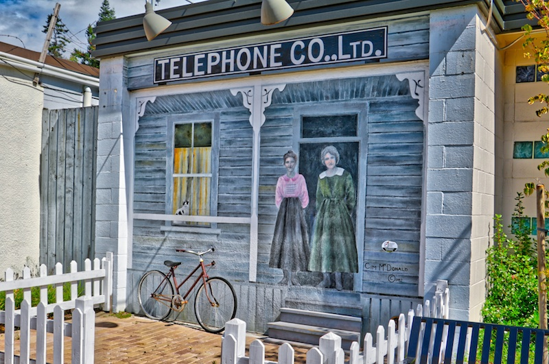 A mural in Chemainus, BC Visitor in Victoria